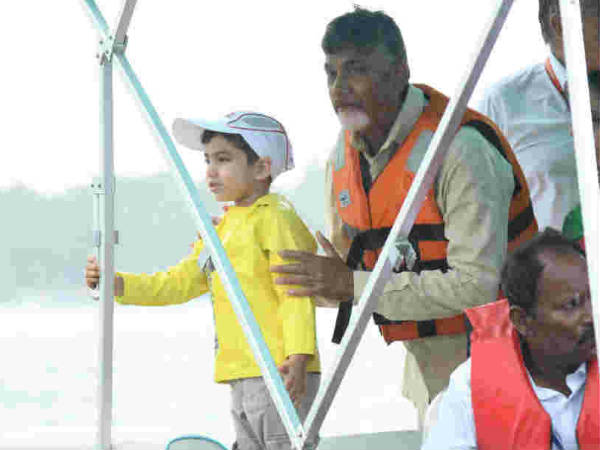 chandrababu-devansh-in-vijayawada-boat-race