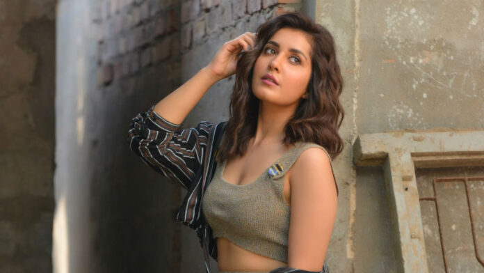 Rashi Khanna Latest Stylish Photos,